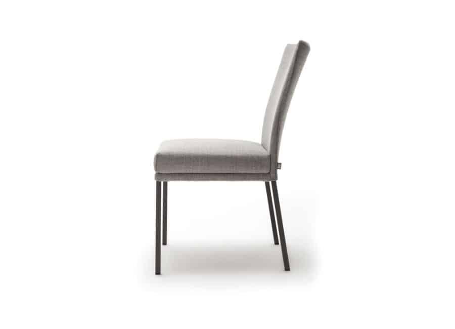 Rolf Benz stoel 651 zonder armleuning zijkant